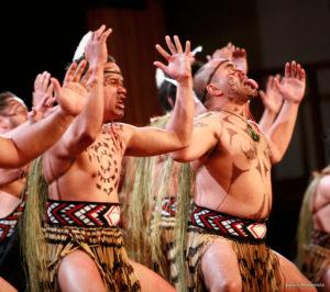 Le Haka par le peuple Maori